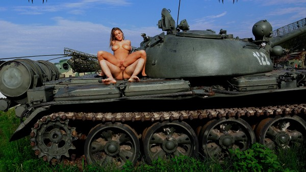 VIOLA BAILEY'S - HARD - ON A TANK + 1